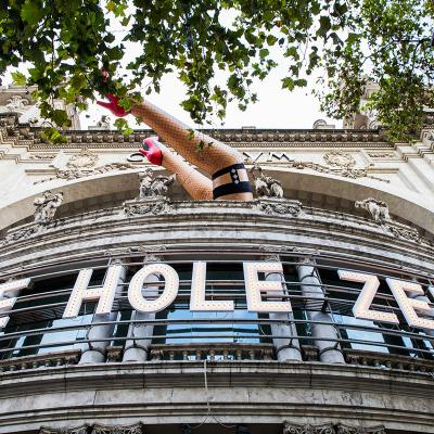 "26OCTUBRE2017 ""The Hole Zero"" sale a la calle."