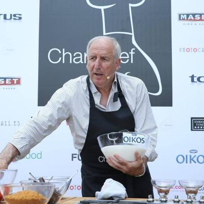 """10JUNIO2015 Rexach chef por un día con un """"suquet"""" de pescado. Foto: Facebook."""