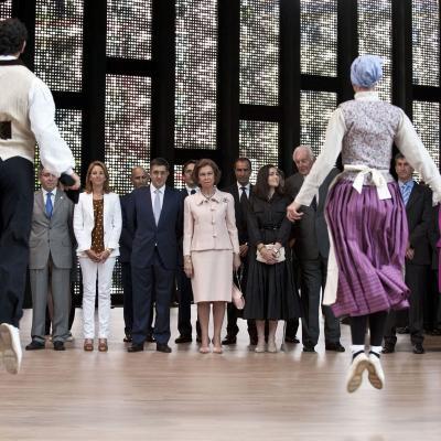 07JUNIO2011 Inauguración Museo Cristóbal Balenciaga en Getaria. Orfeón Donostiarra interpretó un Aurresku que bailaron dos dantzaris. Foto: Agencias.