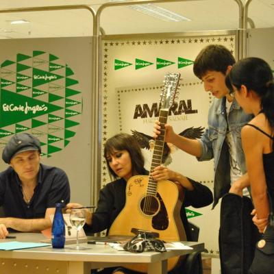 18OCTUBRE2011 Concierto y firma de discos en Barcelona. Foto: Daniel Linuesa.