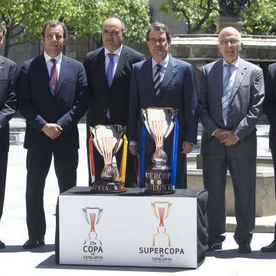 11JULIO2012  Las nuevas copas, con el President Mas y el Presidente de la FCF y los presidentes de los cuatro clubs. Foto: FCF.