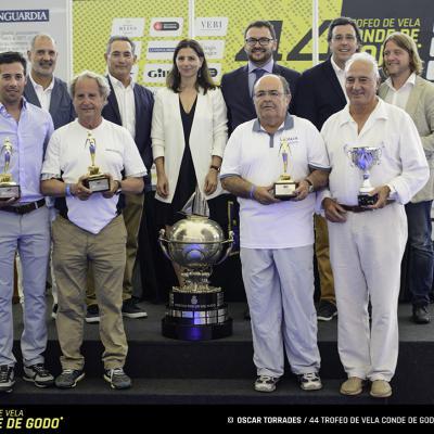 04JUNIO2017 44ª Trofeo Conde de Godó de Vela. Los armadores ganadores en cada categoría con las autoridades.