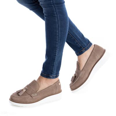 FEBRERO2018 La firma española de calzado Carmela ha elegido a Andrés Velencoso e Isabeli Fontana como imagen.