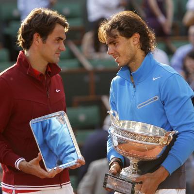 05JUNIO2011 Gran Slam de Roland Garros, en Paris, ceremonia de entrega de trofeos, Copa para el ganador, Rafa Nadal y placa al finalista Roger Federer. Foto: Agencias.