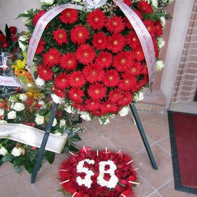 27OCTUBRE2011. Fallecimiento del piloto italiano Marco Simoncelli y entierro en su pueblo natal Coriano, rodeado de sus familiares, vecinos, aficionados y compañeros de profesión. Foto: Agencia.