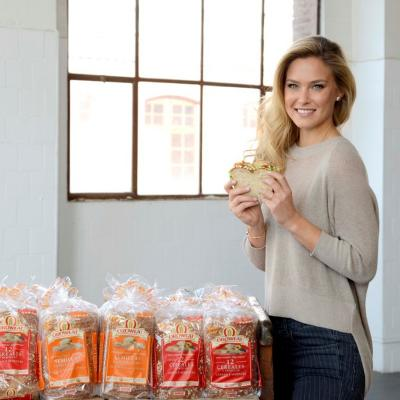 29ENERO2014 Oroweat, el pan ideal para Bar Refaeli. Bimbo.