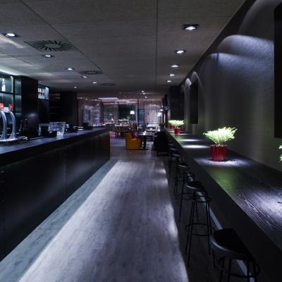 02OCTUBRE2012 Gastón Acurio abre Tanta, su primer restaurante en Barcelona y presenta un documental con Ferran Adrià.Foto: Grup Gsr.