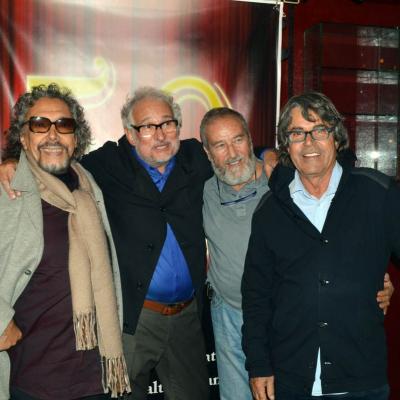 06NOVIEMBRE2012 El peluquero Marcel celebró sus 50 años con las tijeras en la mano. Izq. a dcha. Lluís Llongueras, Marcel, Jordi Balaguer, Alberto Cebado. , , Foto: Manel Martin.