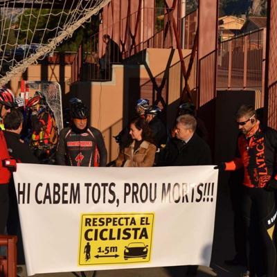 23diciembre2012 Acto reivindicativo en Collbató. Cabemos todos, basta ya de muertes!!!