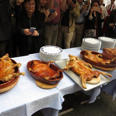 11OCTUBRE2016 Segovia, de todo para todos. Cochinillo asado. Foto: Montse Carreño.