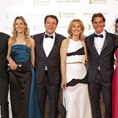 23MAYO2015La Fundación Rafael Nadal celebró en París su primera Gala Internacional.  Foto de familia.