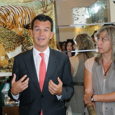 12SEPTIEMBRE2012 Escaparate de Hermès. Foto: Montse Carreño. Eric Grellety Bosviel, Director general de Hermès Ibérica y Pamen Pereira.