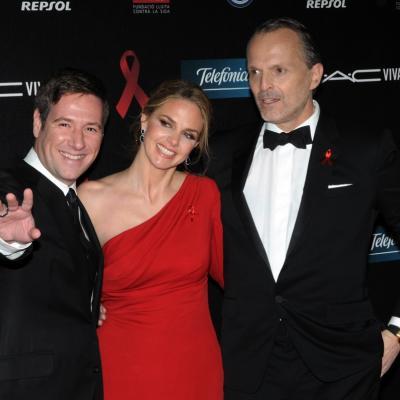 25NOVIEMBRE2013 Cuarto año en Barcelona de la Gala del Sida. Carlos Latre, Genoveva Casanova y Miguel Bosé. Foto: Montse Carreño.
