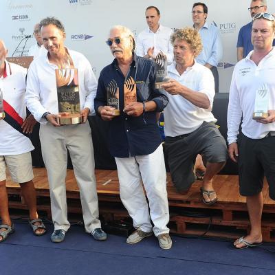 18JULIO2015 Los vencedores de esta octava edición has sido el Moonbeam III (Big Boats), el Marigold (Época Cangreja), el Amorita (Época Marconi), el Emeraude (Clásicos 1) y el Alba (Clásicos 2). Foto: Montse Carreño. Entrega a los primeros clasificados.
