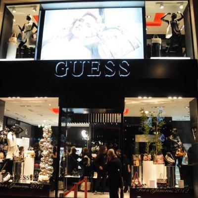 15DICIEMBRE2011 Inauguración de la nueva tienda Guess Accesorios en Barcelona. Fachada de la nueva tienda.Foto: Montse Carreño.