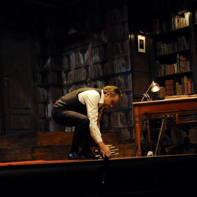 21ENERO2014 Escena de la obra 'Si supiera cantar, me salvaría. El crítico', con Juanjo Puigcorbé y Pere Ponce. Foto: Montse Carreño.