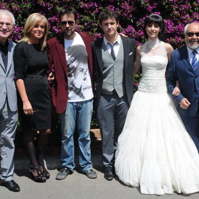 12MAYO2011 Foto de familia de los actores, director, productor y diseñadores del vestuario. Foto: Montse Carreño.