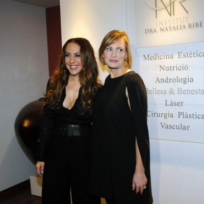 20DICIEMBRE2012 Mónica Naranjo y Ainhoa Arteta inauguraron las nuevas instalaciones de la Dra. Natalia Ribé. Foto: Montse Carreño.