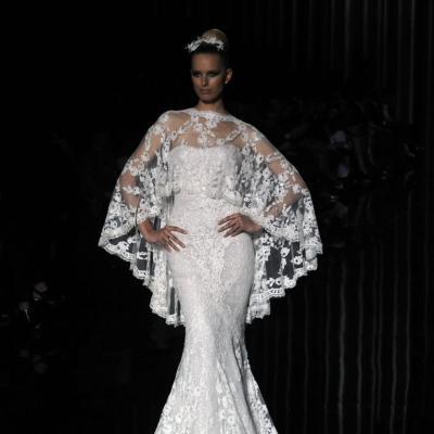13MAY011 Barcelona Bridal Week - Pronovias Colección 2012. Karolina Kurkova. Foto: Montse Carreño.