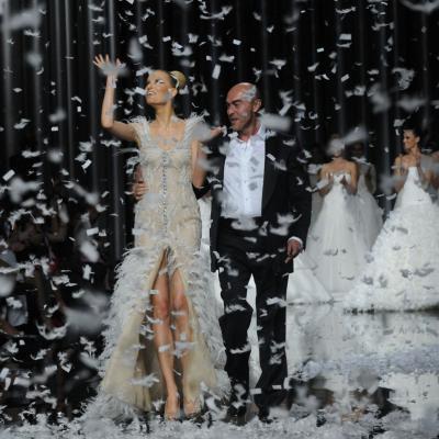 13MAY011 Barcelona Bridal Week - Pronovias Colección 2012. Final desfile Karolina Kurkova y Manuel Mota. Foto: Montse Carreño.