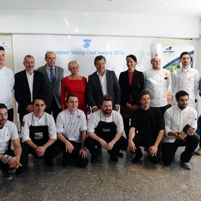 14NOVIEMBRE2016 European Young Chef Award 2016 en Sant Pol de Mar. Todos los participantes y el jurado. Foto: Montse Carreño.