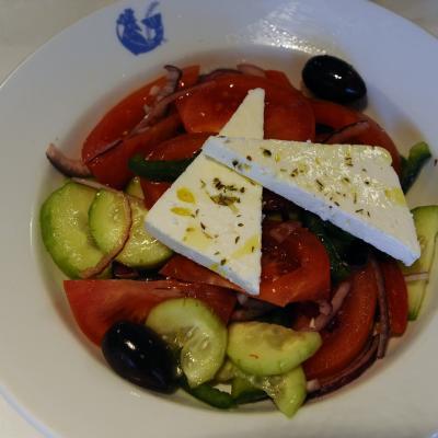 07ABRIL2014 Presentación de los viajes personalizados a Grecia. Ensalada griega.  Foto: Montse Carreño.