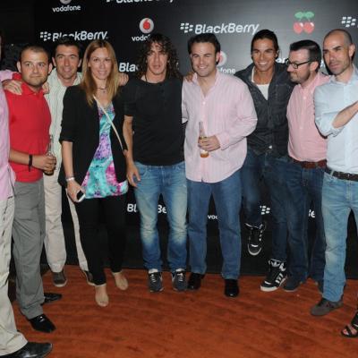 07JUNIO2012 Julio Iglesias embajador del Smartphone BlackBerry Curve 9380 by Pacha.Julio Iglesias y Carls Puyol.  Foto: Montse Carreño.