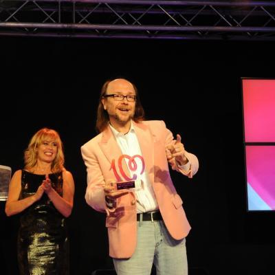 27MAYO2013 Premios Números 1 de Cadena 100. Santiago Segura con su premio. Foto: Manel Martin.