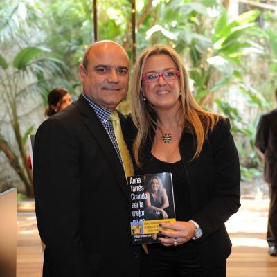 """11ABRIL2013 Presentación del libro """"Cuando ser la mejor no es suficiente"""" de Anna Tarrés, con  su marido. Foto: Manel Martin."""