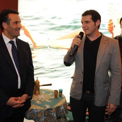 19ENERO2012 Manu Tenorio en el stand de Jordania en la Feria de Fitur, para presentar su videoclip del nuevo disco, que ha grabado en dichas tierras. Foto: Manel Martin.