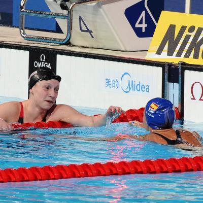 28JULIO2013 España, Francia, Estados Unidos y China protagonistas en el primer día de natación.Saludos entre las dos primeras clasificadas.  Foto: Manel Martin.