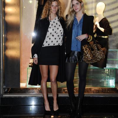 07NOVIEMBRE2013 Prada abre su primera flagship store en Barcelona. Las hemanas Clara y Elisabet Mas. Foto: Manel Martin.
