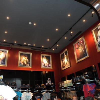27FEBRERO2013 Hard Rock Cafe Barcelona, presentó a las nuevas piezas y el local restaurado. Foto: Manel Martin.