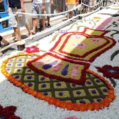 17JUNIO2012 Alfombra  floral en las calles de Sitges. Foto: Manel Martino.