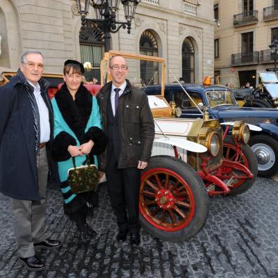 03MARZO2013 55 edición del rally de coches de época Barcelona-Sitges. Xavier Trias, alcalde de Barcelona, Mónica Glaenzel (actriz) y Miquel Forns, alcade de Sitges. Foto: Manel Martin.