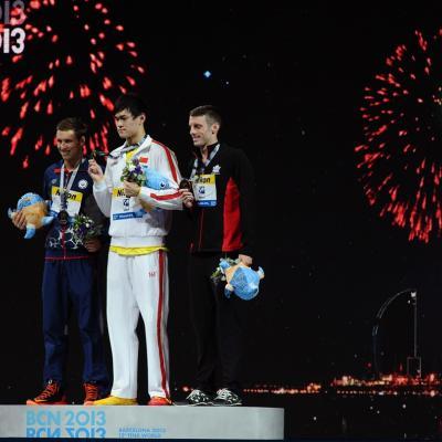 31JULIO2013 Sigue la natación en el Palau, pero el triunfo estuvo en el Moll de la Fusta, con el High Diving. Medalla al chino Yang Sun, 800m. estilo libre. Foto: Manel Martin.