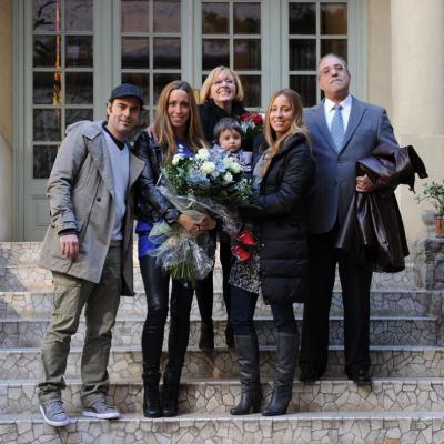 15FEBRERO2012  Rueda de prensa para anunciar su retirada definitiva de la natación sincronizada de Gemma Mengual. Con sus padres, hermana, marido e hijo. Foto: Manel Martin.