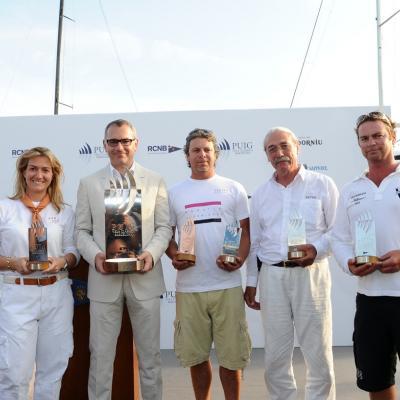 13JULIO2013 VI Regata Puig Vela Clàssica Barcelona. Los cuatro ganadores con Marc Puig, director de la regata. Foto: Manel Martin.