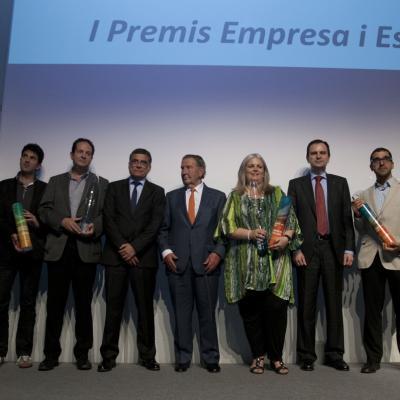 """10JUNIO2013 Entrega de los primeros premios de """"Empresa y Deporte"""". Los galardonados y autoridades. Foto: FBO."""