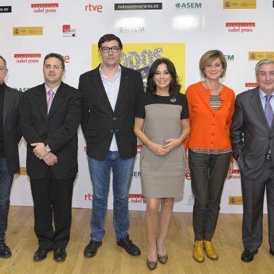 Presentación: Josep Torrent, Agencia Europea de Medicamentos; Juan Carrión, presidente de FEDER; Alejandro Flórez, director del Área de Televisión de TVE; Isabel Gemio; Montse Abbad, directora de Contenidos de TVE; y Antonio Álvarez, presidente de ASEM.