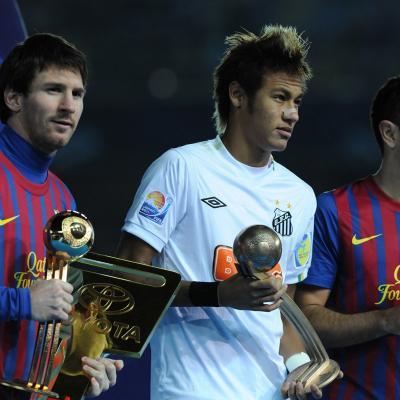 18DICIEMBRE2011 El Barça conquista el Mundial de Clubes destrozando al Santos por 4-0.Messi, Neymar y Xavi con sus trofeos. (Photo by Getty Images for TOYOTA).