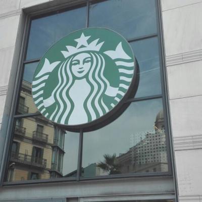 ABRIL2017 Starbucks presenta su nueva imagen en el C.C El Triangle.