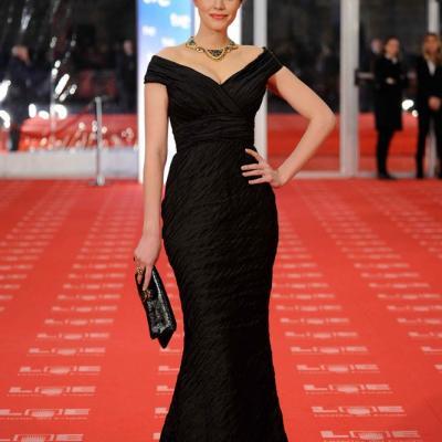 13FEBRERO2011 Carolina Bang, en la alfombra roja de los Premios Goya 2011.Foto: Carlos Álvarez