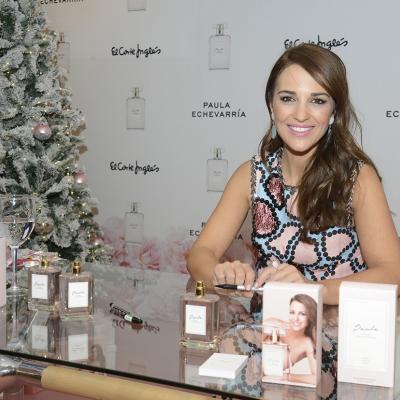 17DICIEMBRE2015 Paula Echevarría firma su primera fragancia a sus fans.