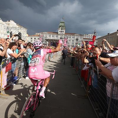 01JUNIO2014 Nairo Quintana en lo más alto del podio del Giro de Italia. Foto: Movistar.