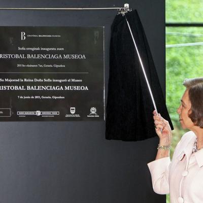 07JUNIO2011 Inauguración Museo Cristóbal Balenciaga en Getaria. Descubrimiento placa. Foto: Agencias.