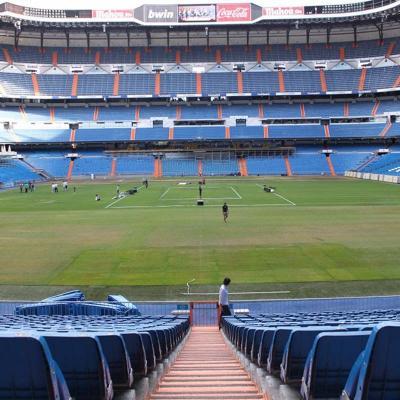 04JULIO2012 Preparación del partido en el césped del Campo del Santiago Bernabéu.