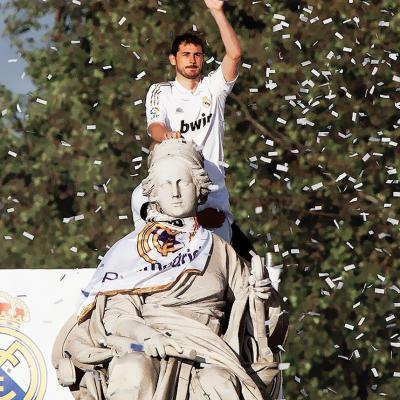 03MAYO2012 El equipo blanco festejo su 32ª Liga con sus aficionados en Cibeles. Foto: Agencia.