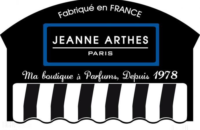 Jeanne Arthes presenta sus estuches para Navidad