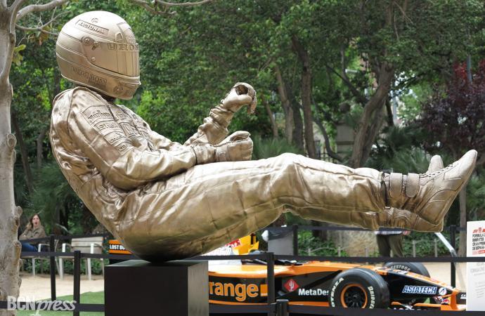 Escultura homenaje al piloto Ayrton Senna